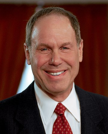 Michael  Eisner headshot