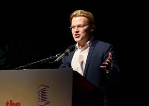 <p>Ronan Farrow receives rave reviews at back-to-back events </p>