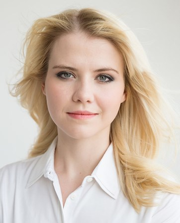 Elizabeth Smart headshot