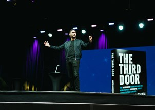 <p>Alex Banayan delivers life-changing keynote at Intuit Quickbooks Connect</p>