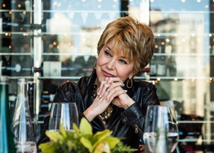 <p>Pioneer newswoman Jane Pauley talks career, impact, and family with Samantha Bee</p>