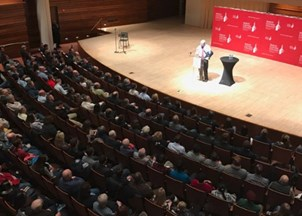 <p>Steve Forbes addresses full house at an Illinois college</p>