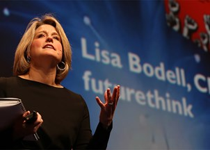 <p>1,500 Fidelity Employees Give High Praise for Lisa Bodell's <em>Why Simple Wins</em> Keynote</p>
