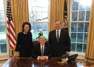 <p>Nancy Brinker, leader of the fight against cancer, heads to the Oval Office  </p>