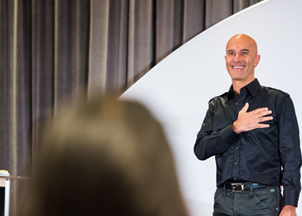 <p>Robin Sharma's Mastery Sessions podcast</p>