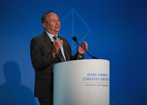 <p>Larry Summers offers insights on fintech</p>
