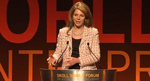 Her Majesty Queen Noor photo 2