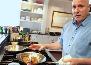 <p>Virtual Programming: The Food Industry and At-Home Cooking with Tom Colicchio</p>