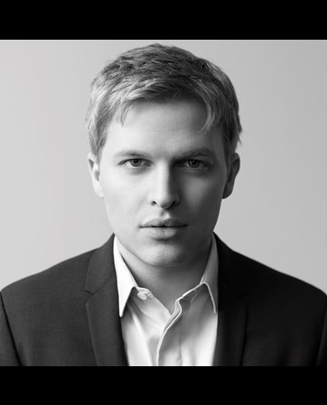 Ronan Farrow headshot
