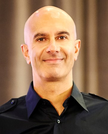 Robin Sharma headshot