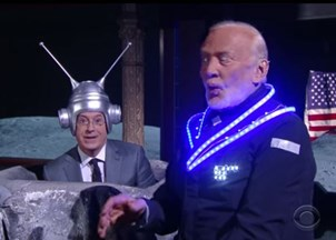 <p>Apollo 11 astronaut Buzz Aldrin shatters late show frontiers with Stephen Colbert.</p>