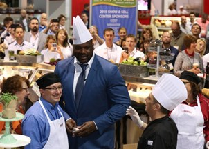 <p>Shaq keeps the tweets of praise rolling in at every event</p>