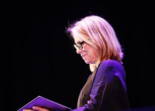 <p>Liza Donnelly captivates the crowd at Inspirefest </p>
