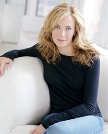 Lauren Weisberger headshot